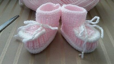 Handmade knitted  baby booties ,for gilr,0-3  monts ,pink with white color