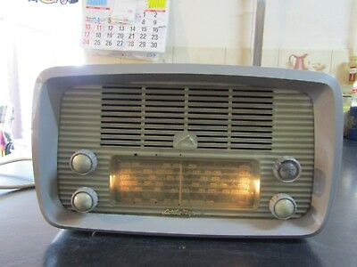 His Master's Voice Little Nipper 62-52 Valve Radio
