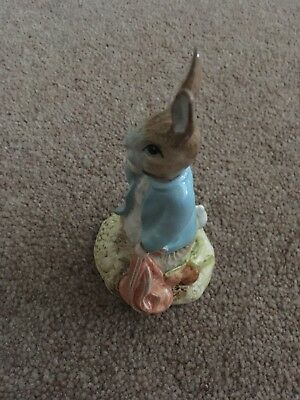 Royal Albert Figurine Peter Rabbit and the Red Pocket Handkerchief