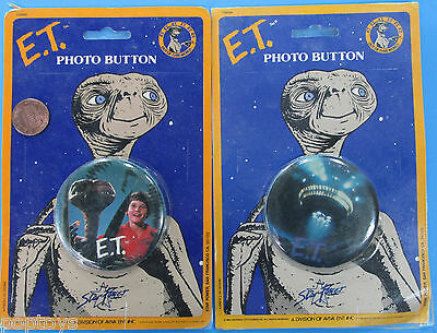 ET the Extra Terrestrial photo BUTTON / BADGE PAIR '82 vintage MOC