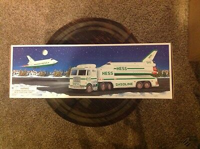 1999 Hess Toy Truck With Space Shuttle & Satellite Nib Hess Holiday