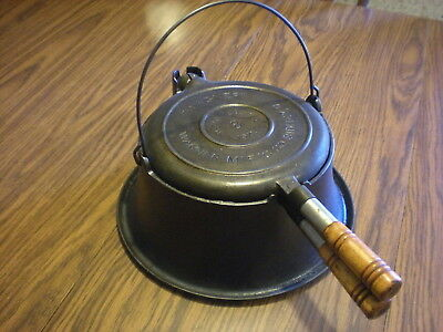 Antique 1910 Wagner Sidney Cast Iron number 8 Waffle Maker tall base