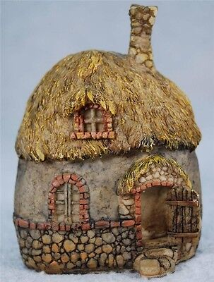 MIB Enchanted Story Fairy Garden Thatched Roof Fairy House Garden Figurine #4158