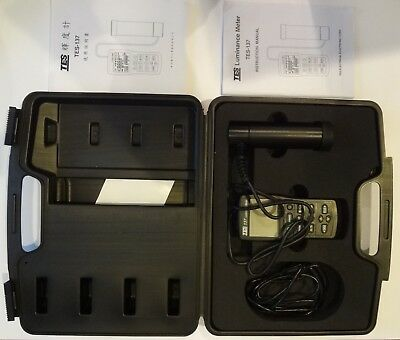 TES-137 NEW Luminance Meter Dual Display 4-digit LCD new with case see