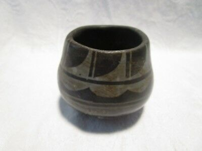 """Vintage Native American Pottery Bowl - 2 5/8"""" D Top X 2 9/16"""" Tall"""