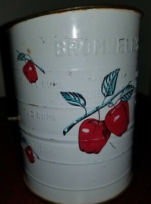 Bromwell's Flour Sifter White with Red Apples/green stems 3 Cup Size VINTAGE