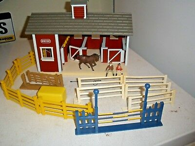 Breyer Stablemates Barn Stable Playset w/ Horse  Fence Pieces, Accessories