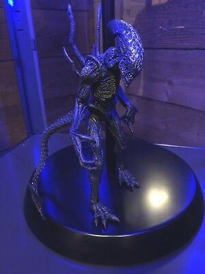McFarlane AVP Grid Warrior Alien Vs Predator Battle Action Figure Neca