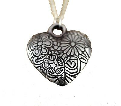 Flower Pattern  Engraved Heart  Shape Pendant on Silver Plated Chain (25mm)