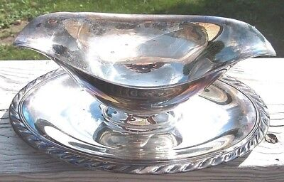 William Rogers Silver Plate Gravy Boat With Attache Under Plate