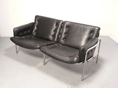 Spectrum SZ077 Osaka Nagoya two-seater leather sofa, design Martin Visser 1969