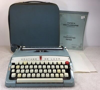 VINTAGE TYPEWRITER BROTHER DE LUXE Made in Japan w case extras Light Blue