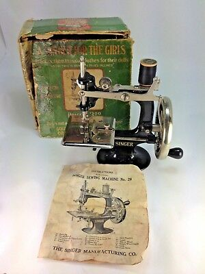 Antique New  Wood Handled Cast Iron Singer For The Girls  Sewing Machine #20 Box