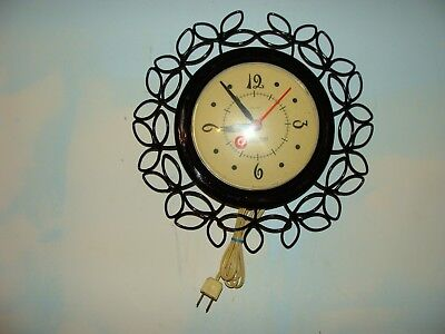 """VINTAGE SESSIONS U.S.A. """"SAUCER"""" WALL HANGING ELECTRIC CLOCK 11 1/2""""round, WORKS"""