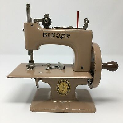 SINGER SEWHANDY MODEL 20 Child/Doll-Size Toy Sewing Machine *GREAT BRITAIN*