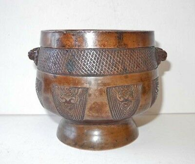 17th 18th CENTURY CHINESE INCISED BRONZE INCENSE BURNER WITH LION'S HEADS