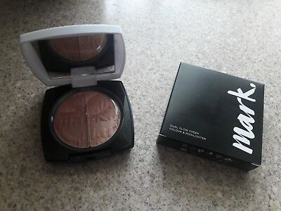Avon mark. Dual Glow Cheek Colour and Highlighter Vacation Glow