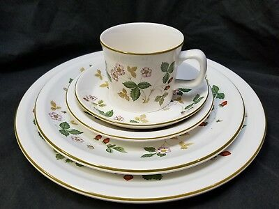 Wedgwood England Oven to Table Wild Strawberry 5 Piece Place Setting Dinnerware