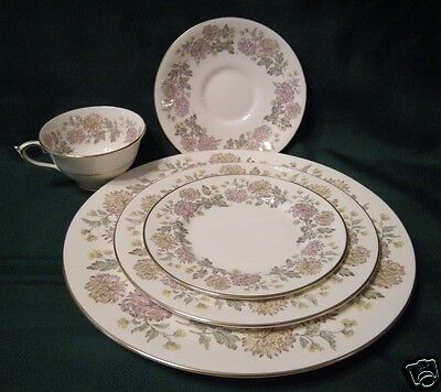 Paragon England FBC CHRYSANTHEMUM Lot of 4 Salad Dessert Plates MUMS