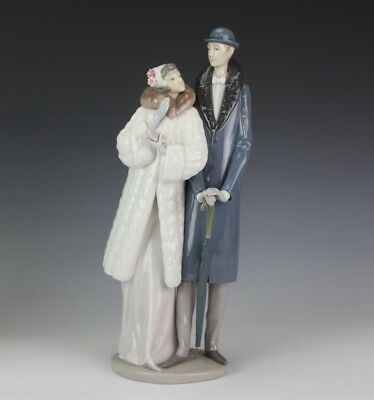 Retired On The Town LLADRO Spain 1452 Porcelain Well Dressed Couple Figurine MGD