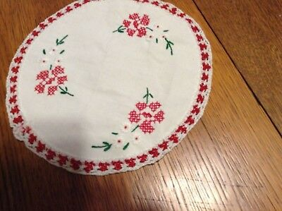 Embroidered Table topper, Round, red flowers and purple (2)