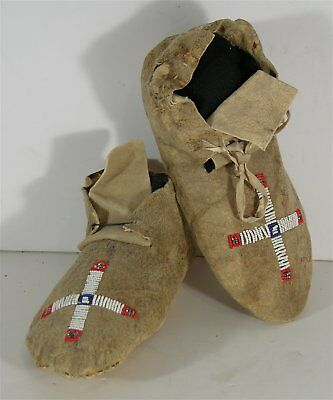 1890s PAIR OF NATIVE AMERICAN CHEYENNE INDIAN BEAD DECORATED HIDE MOCCASINS