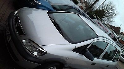 VAXHALL 7 SEATER SILVER ZAFIRA CLUB 1.6 LTR  family car with mot  reliable