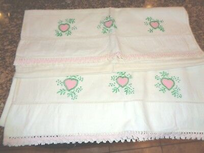 Vintage Pair Of Embroidered Pillow Cases Pink Hearts