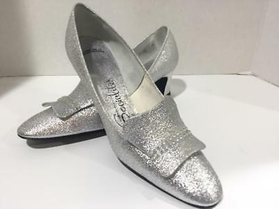 Vintage Socialites Silver Pump Shoes Size 8AA in Original Box 1960's