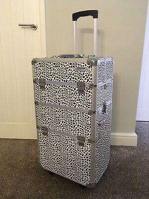 portable beauty make-up trolley with detachable vanity case. Mobile beauty case