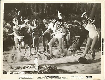 ELVIS PRESLEY 1961 BLUE HAWAII Movie Promo Photo GIRLS, DANCING, BEACH, LUAU!!!