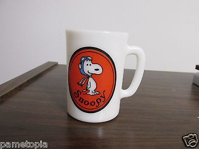 Avon 1969 Snoopy milkglass cup flying ace