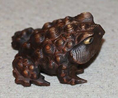 antique Japanese carved Okimono of a Toad, Meiji, Netsuke Quality, 19th Century.