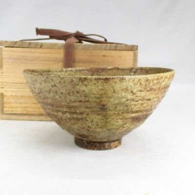 B621: Japanese tea bowl of OLD SHIGARAKI pottery with great work and atmosphere