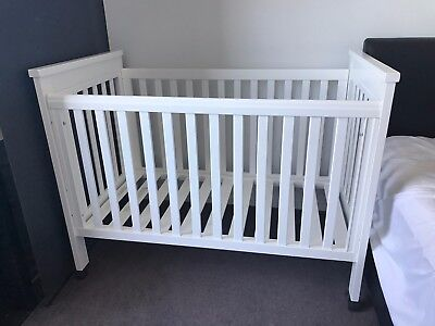 Mother's Choice White baby cot that converts to toddler bed- Excellent condition