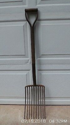 Vintage 10 Tine Steel Potato Pitch Fork ,manure,primitive Farm Country Tool 43""