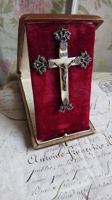 CHARMING ANTIQUE FRENCH TIMEWORN TRAVELLING CRUCIFIX ICON IN LEATHER CASE c1910