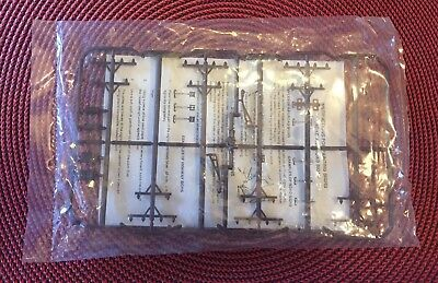 Brown Telephone / Power Poles set (qty.6)N-Scale 513114