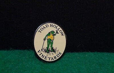 Toad Hollow Vineyards Winery Wine Frog Souvenir Travel Lapel Hat Pin