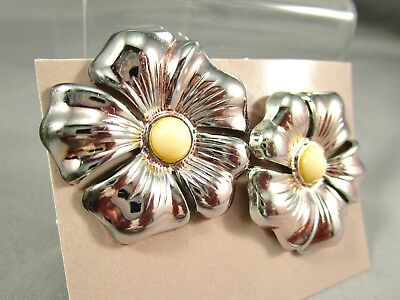 Vintage AVON NOS Polished Blossoms Silver Tone 1987 Pierced Post Earrings #13N