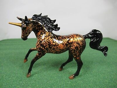 """Breyer Unicorn Surprise Stablemate Black And Gold """"chase"""" New 2018"""