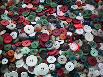 1KG 1000g Mixed Buttons Quality Job Lot Assorted Grey White Red Green Buttons 2