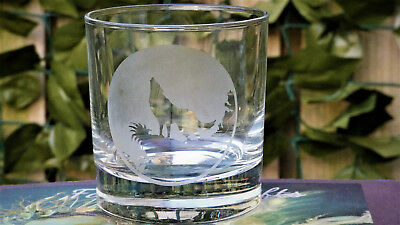 Wolf howling at the moon , Etched Whisky glass, Gift, Personalised,