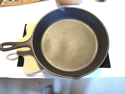 """60's Lodge #8SK-D2 Cast Iron Skillet/3 Notch Heat Ring 10 1/2"""" Made In U.S.A."""