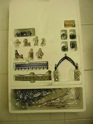 Dept 56 ALL AROUND THE PARK-Village animated accessory set -Mint