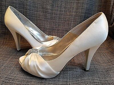 Women's David's Bridal Shoes 7 Wedding Prom White Diana Michelangelo  EUC