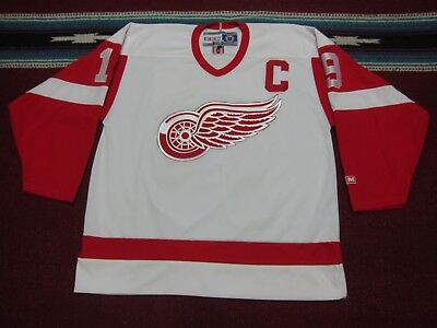 CCM NHL Detroit Red Wings  19 Steve Yzerman Hockey Jersey Shirt White Large  L e73592b8d