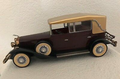 Vintage & Rare 1928 Lincoln Touring Car Model & Transistor Radio