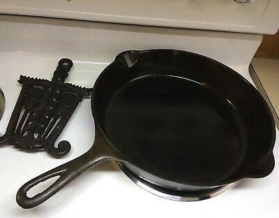 GRISWOLD #9 Cast Iron Skillet ERIE Pan LARGE SLANT LOGO Rare Heat Ring
