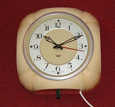 Smiths Sectric Vintage Bakelite  Electric Kitchen Wall Clock.  Works